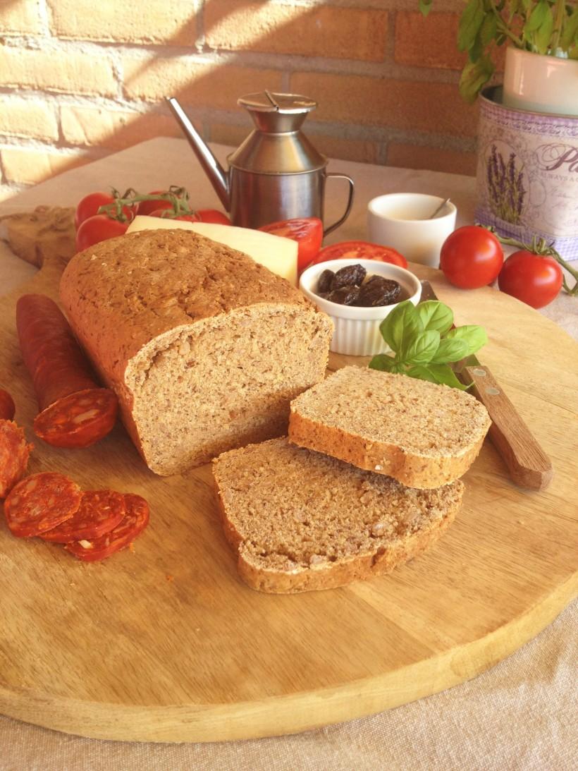 "alt=""High fibre whole grain bread"""