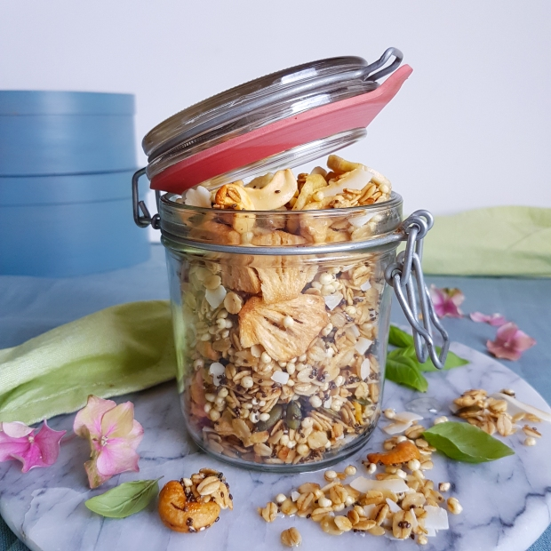 tropical granola pineappple-coconut-cashew