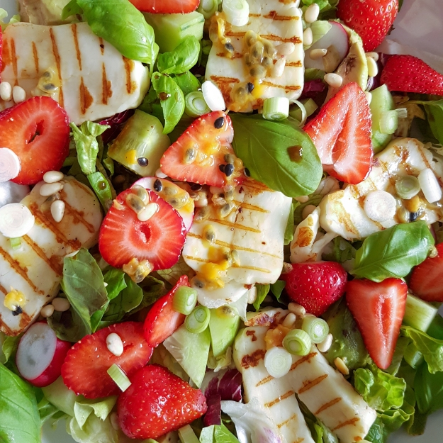 strawberry grilled halloumi salad