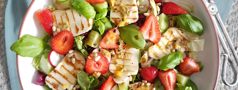 strawberry grilled halloumi salad