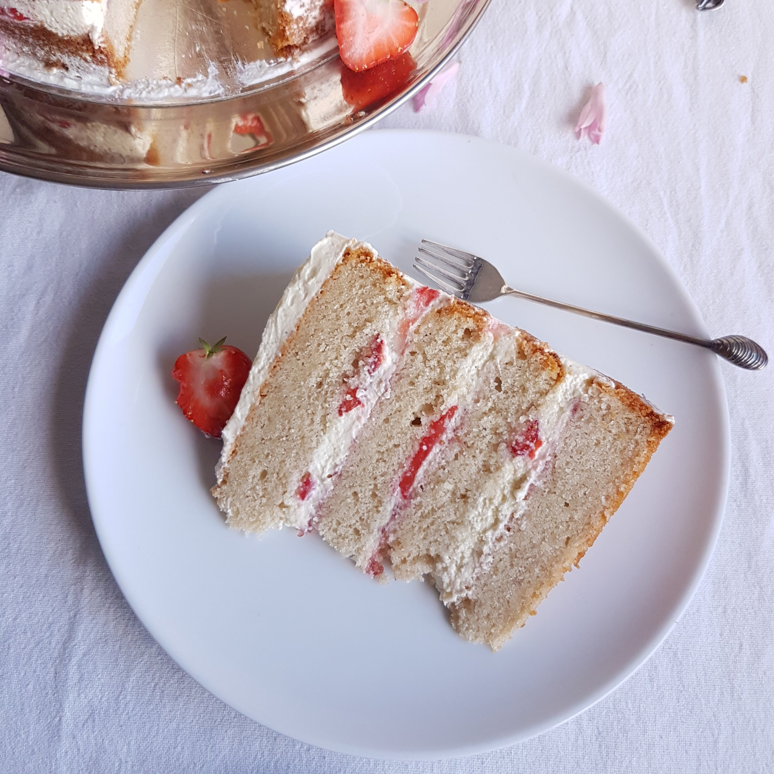 vanilla cake, strawberries white chocolate