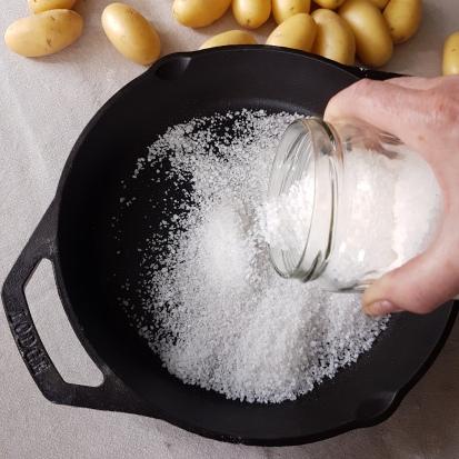 Potatoes in salt crust.1